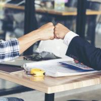 떠오르는 리더십 원칙 '완전한 솔직함'을 실천하는 방법